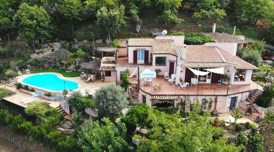 Villa Cipressi main