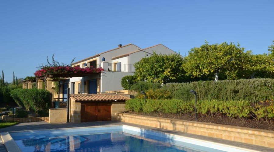 villa pigna blue noto Sicily